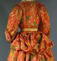 back detail, Mantua, 1708, England, silk and metal. The Met. [LB's crop]