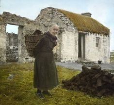 Woman with turf creel, Donegal Ireland 1936 : OldSchoolCool Old Pictures, Old Photos, Old Irish, Irish Culture, Irish Cottage, Prince, Donegal, Ireland Travel, Scotland Travel