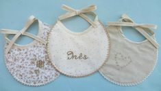 Babetes mimosos para bebé bordados e personalizados Baby Shoes, Kids, Clothes, Fashion, Chic Baby, Personalized Baby, Gift Ideas, Beige, Toddlers