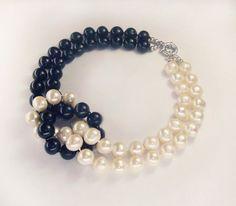 "Купить Колье ""Giorno Notte"" из белого и черного жемчуга - жемчужное ожерелье, ожерелье из жемчуга"