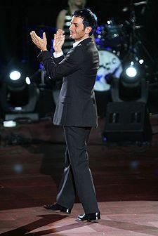 Marc Jacobs (* 9. dubna 1963, New York City, New York, Spojené státy americké) je americký módní návrhář. Je hlavním návrhářem pro stejnojmennou značku, stejně jako pro Marc by Marc Jacobs, která se prodává více než v 200 obchodech v 80 zemích světa. V letech 1997 až 2013 byl kreativním ředitelem francouzské ho módního domu Louis Vuitton. V roce 2010 se jeho jméno objevilo v seznamu 100 nejvlivnějších lidí světa časopisu Time...– Wikipedie