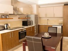 404 Canal Quays Apartment - 404 Canal Quays offers comfortable self-catering accommodation in a tastefully furnished one bedroom apartment situated on the fourth floor of the Canal Quays complex.The apartment comprises one bedroom .