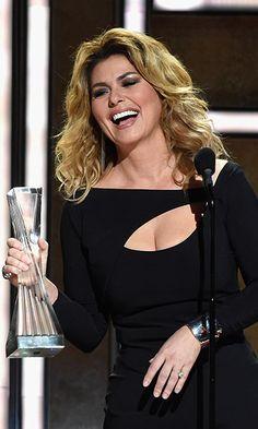 Shania Twain honoured with CMT's lifetime achievement award Beautiful Girl Photo, Most Beautiful Women, Shania Twain Pictures, Country Female Singers, Rock And Roll Girl, Lifetime Achievement Award, Thats The Way, Woman Crush, Girl Photos