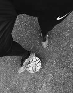 Football libre ⚽️❌  #Nike #Nikefootball #Streetfootball Soccer Boots, Football Boots, Soccer Cleats, Soccer Players, Soccer Tumblr, Street Football, Soccer Photography, Soccer Pictures, Poses For Men