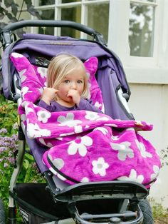 Buggysnuggle, a fleece made for walks in a stroller. Keep feet warm and no chance of losing it. Easy to sew!