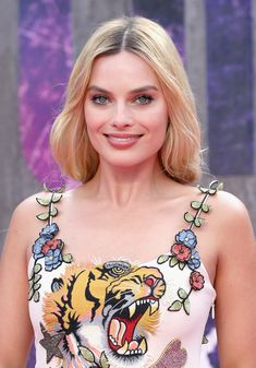 """Margot Robbie in Gucci at the """"Suicide Squad"""" European Premiere Margot Robbie Husband, Margot Robbie Wolf, Margot Robbie Movies, Atriz Margot Robbie, Margot Robbie Photos, Margot Robbie Style, Actress Margot Robbie, Margot Robbie Harley Quinn, Margot Robbie Birthday"""