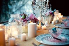 So simple yet so stunning. Candles, jars, vintage place settings and blooms.