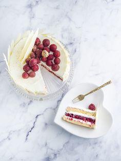 Fehércsokoládés málnás torta Hungarian Desserts, Rainbow Food, Cake Cookies, Food Videos, Food To Make, Healthy Snacks, Cake Recipes, Breakfast Recipes, Cake Decorating
