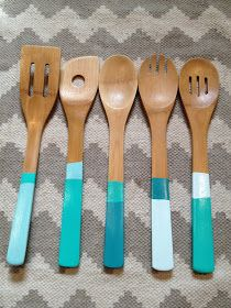The Happy Homebodies: Home Decor and Do-It-Yourself Projects: Bridal Shower Gift: DIY Dipped, Color Blocked Spoons Painted Spoons, Wooden Spoons, Diys, Decoupage, Diy Décoration, Easy Diy, Wooden Kitchen, Kitchen Nook, Bridal Shower Gifts