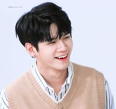 Wanna One Ong SeongWoo @AmigoTV Ong Seung Woo, Big Crush, Ha Sungwoon, K Idol, Kpop, Seong, Cute Gif, Im In Love, Jinyoung
