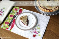 Blend Hip Holiday Applique Placemat Tutorial - Therm O Web Quilt Tutorials, Craft Tutorials, Sewing Tutorials, Sewing Ideas, Christmas Hand Towels, Christmas Placemats, Applique Towels, White Hand Towels, Table Runner And Placemats