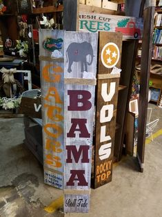 Diy Furniture Projects, Diy Wood Projects, Wood Crafts, Porch Wood, Diy Porch, Reclaimed Wood Signs, Wooden Signs, Alabama Door Hanger, Football Crafts