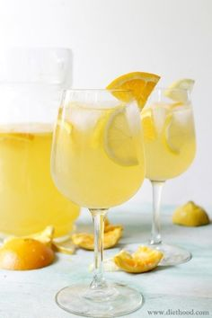 Bela Sangria Diethood White Sangria Recipe 1/2 cup (1 to 2 oranges) freshly squeezed orange juice 1/2 cup (3 to 4 lemons) freshly squeezed lemon juice 1/4 cup Triple Sec 1/2 cup sugar (add more if desired) 1 bottle (750 ml) Bulletin Place Chardonnay 1 bottle (10 oz.) soda water 1 orange, sliced 1 lemon sliced by clara