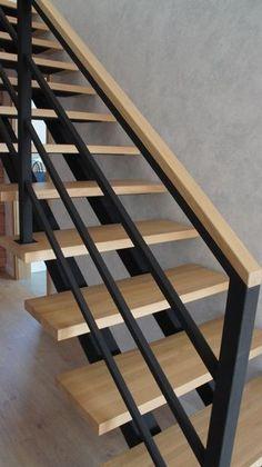 Staircase Interior Design, Interior Stair Railing, Modern Stair Railing, Home Stairs Design, Balcony Railing Design, Stairs Architecture, Staircase Railings, Modern Stairs, Stair Railing Design