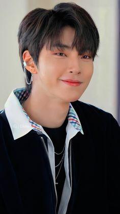 Handsome Korean Actors, Handsome Boys, Kim Young, Korean Drama Best, K Wallpaper, Cute Boys Images, Drame, Applis Photo, Kdrama Actors