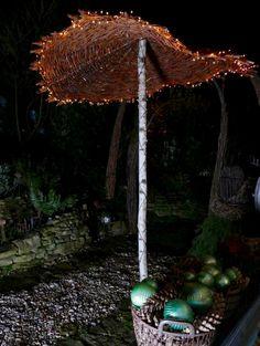 Weidenschirm beleuchtet