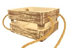 Деревянный ящик имеет размеры 1517,510 см. Окрашен краской на водной основе. Наружному покрытию внешней часть ящика придан эффект старения и вышаркивания. Ящичек имеет крепкие текстильные ручки из жгутового шпагата. Все части ящика склеены и сколочены. Дно сделано из МДФ, боковые рейки из фанеры, углы скреплены деревянными брусками. Ящик выглядит интересно и стильно. Может стать полезным предметом интерьера. Используются деревянные ящики под цветы, для хранения баночек и бутылочек и для…