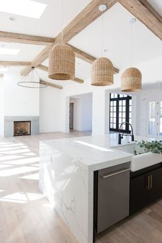 open floor plan // modern home design // rattan pendant lights // exposed wood beams // light wash hardwood floors #kitchen #modern #dreamhome