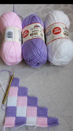Boost your creativity with this huge stitch library of knitting stitch patterns >>> 900 crochet design patterns scoop it Crochet Blocks, Crochet Squares, Crochet Blanket Patterns, Stitch Patterns, Crochet Blankets, Double Crochet Baby Blanket, Pillow Patterns, Knitted Afghans, Afghan Patterns