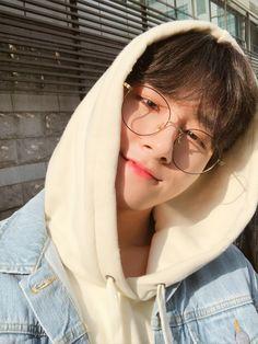 Don't they look so good with glasses monstax monbebe hyungwon wonho kihyun minhyuk im shownu joohoney monbebeforlife monstaxedit monstaxvideos Jooheon, Monsta X Hyungwon, Yoo Kihyun, Couple Ulzzang, Korean Boys Ulzzang, Ulzzang Boy, K Pop, Namjoon, Hoseok