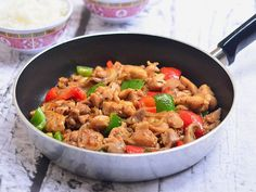 Black Pepper Chicken Stir Fry-Pepper Poultry Stir Fry menu is ridiculously easy to make with things that you curently have in your pantry. Fast, packed with flavour and best offere. recipes for two recipes fry recipes Stir Fry Menu, Quick Stir Fry, Stir Fry Dishes, Recipes With Chicken And Peppers, Chicken Stuffed Peppers, Chicken Recipes, Chicken Ideas, Asian Chicken, Chicken Stir Fry