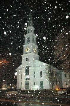 How beautiful Abandoned Churches, Old Churches, Chapelle, Vermont Winter, Brattleboro Vermont, Cathedrals, Church Pictures, I Love Winter, Winter Night