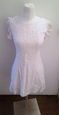 $18.95---Sweet little cream lace dress by Forever 21....Sz Small