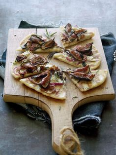 Naan Pizza with Goat Cheese, Balsamic Roasted Figs & Onion- apparently this is my dinner tonight