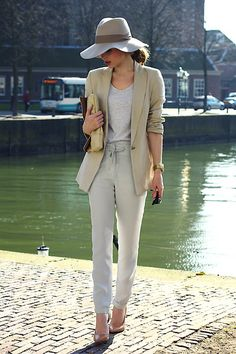 Muted (by Christine R.) http://lookbook.nu/look/3246349-Muted    casual para ir a la oficina :)