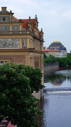 https://flic.kr/p/Jiqyav | SAM_4648 | Vltava River and the beautiful buildings in #Prague, Czech