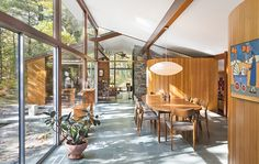 One of the most popular interior design for home is modern. The modern interior will make your home looks elegant and also amazing because of its natural material. If you want to design your home inte Mid Century Dining, Mid Century House, Mid Century Ranch, Mid Century Style, Modern House Design, Modern Interior Design, Midcentury Modern Interior, Mid Century Interior Design, Modern Interiors