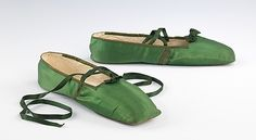 Green silk evening slippers, probably American, 1835-1845. Brooklyn Museum Costume Collection at The Metropolitan Museum of Art.