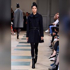 See all the looks from the collection Fashion Week Paris, Fashion 2017, Fashion News, High Fashion, Fashion Show, Fashion Looks, Fashion Hair, Alaia Dress, Azzedine Alaia