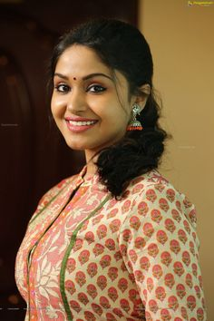 Shritha Sivadas – Indian Girls of Impossibility Cute Beauty, Beauty Full Girl, Beauty Women, Beauty Girls, Indian Natural Beauty, Indian Beauty Saree, Indian Sarees, Beautiful Girl Indian, Most Beautiful Indian Actress
