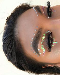 Are you ready for another Coachella festival season? If you struggling with what to wear at Coachella 2019 here are 45 tips and tricks for the best festival look Music Festival Makeup, Festival Makeup Glitter, Glitter Makeup, Music Festivals, Concerts, Festival Glitter Ideas, Music Festival Fashion, Glitter Top, Fashion Music
