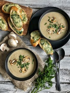 pysznie czy przepysznie: Zupa krem z pieczarek z grzankami z masłem pietruszkowym i mozzarellą Soup Recipes, Diet Recipes, Vegetarian Recipes, Cooking Recipes, Good Food, Yummy Food, Lunch To Go, Polish Recipes, My Best Recipe