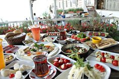Opulent Istanbul – Travel with Jam Turkish Breakfast, Breakfast Time, Best Hotels In Istanbul, Istanbul Travel, Food Set Up, Breakfast Around The World, Brunch, Turkish Recipes, Cool Bars