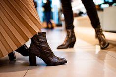 KORTING -70% op de mooiste laarzen en boots! Bijvoorbeeld deze stijlvolle korte laars van Zinda. 💰 Normaal € 219,99 NU slechts € 65,99 Deze prijs geldt alleen in onze winkels (niet online) Kom snel naar #Terneuzen #Hulst of #Goes en laat dit voordeel niet liggen. Buy Boots, Fall Winter, Autumn, Winter Shoes, Loafer, Fashion Shoes, Sneaker, Slippers, Spring Summer