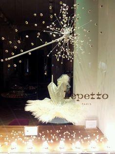 Window Display for Repetto Store Window Displays, Display Windows, Dance Shops, Dance Themes, Repetto, Ballerina Party, Visual Display, Merchandising Displays, Window Design