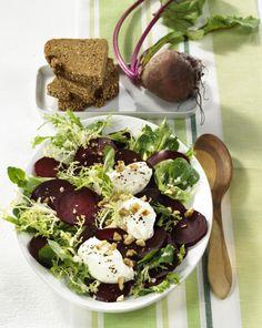 Unser beliebtes Rezept für Rote Bete-Salat mit Meerrettich-Nocken und Walnüssen und mehr als 55.000 weitere kostenlose Rezepte auf LECKER.de.