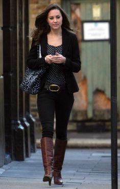 October 17, 2007 - Kate walking to work in London.