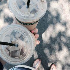Kahvit haetaan Pasilassa asemalta. Kuuman päivän pelastus on jäälatte. #elisalainen