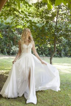 Zurich's Favorite Bridal Brand for HauteCouture and CustomMade Wedding Dresses! Top Bridal Designers Custom Made Bridal Gowns Reasonable Prices Bridal Gowns, Wedding Dresses, Custom Made, Bridal Designers, Flower Girl Dresses, Glamour, Thessaloniki, Luxury, Romance