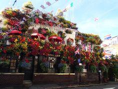 """咲き乱れるお花にうっとり♥ロンドンにある""""花まみれのパブ""""3"""