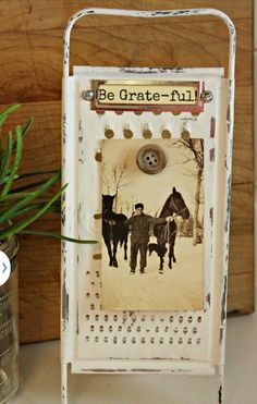 repurposed cheese grater to photo easel, chalk paint, crafts, how to, repurposing upcycling diy and crafts upcycle Upcycled Crafts, Repurposed Items, Diy And Crafts, Arts And Crafts, Decor Crafts, Vintage Diy, Vintage Crafts, Vintage Ideas, Diy Projects To Try
