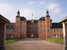 SchwetzingenSchlossEingang - Schwetzingen Palace - Wikipedia, the free encyclopedia New Palace, Royal Residence, Largest Countries, Central Europe, Town Hall, Travel Inspiration, Beautiful Places, Germany, Mansions