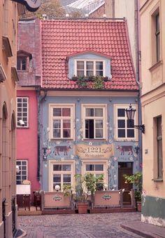 Quaint town with nature building Beautiful Buildings, Beautiful Homes, Beautiful Places, Beautiful Pictures, Cute House, Shop Fronts, Belle Photo, Architecture, Boutiques