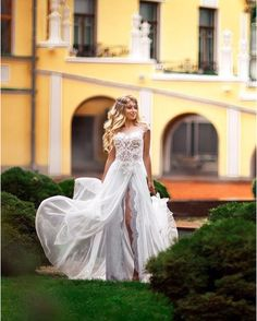 Do you ever dreamed about wedding dress like this?  Stunning, sensual and tender♥️  Victoria Soprano will make your dreams come true  #victoriasoprano #wedding #realbride #weddingdress #bridestory @venezia_wedding_dress