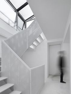 Arch Studio adds sculptural white staircase to Beijing house
