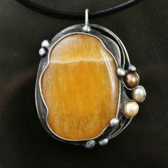Prozářený sluncem - kalcit, perly